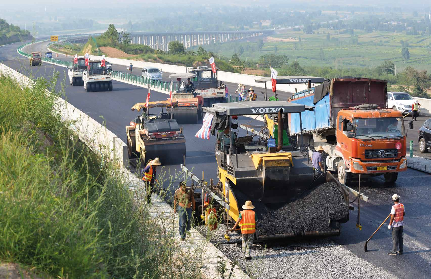 CINA Il famoso Esercito di terracotta di Xi an Zhao Wei, Equipment Manager, Shaanxi Road and Bridge Group Le vibrofinitrici ABG8820 operano 14 ore al giorno Volvo CE è UN leader nel mercato delle
