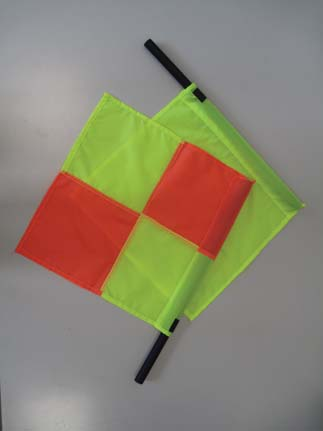 ACCESSORI ACCESSORIES F 749 Bandierina per guardialinee con manopola in spugna e drappo giallo. Linesman flag with hand grip and yellow fabric.