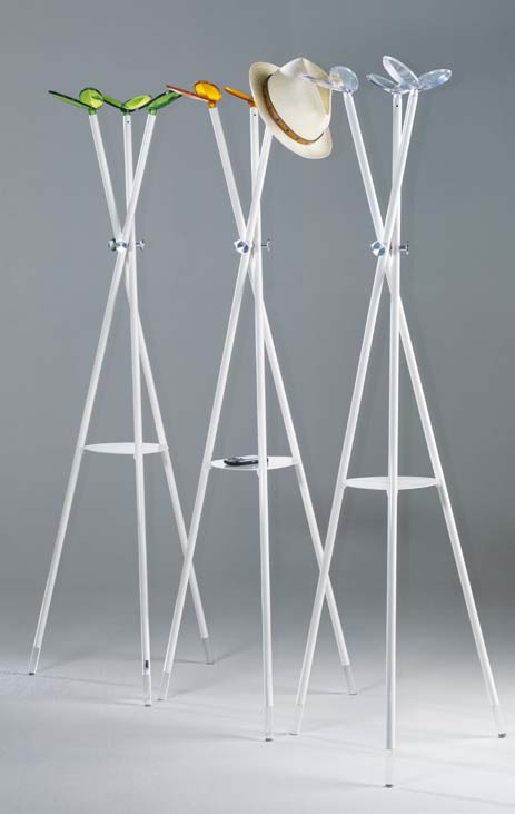 Coat stand with structure made of white colored steel, details made