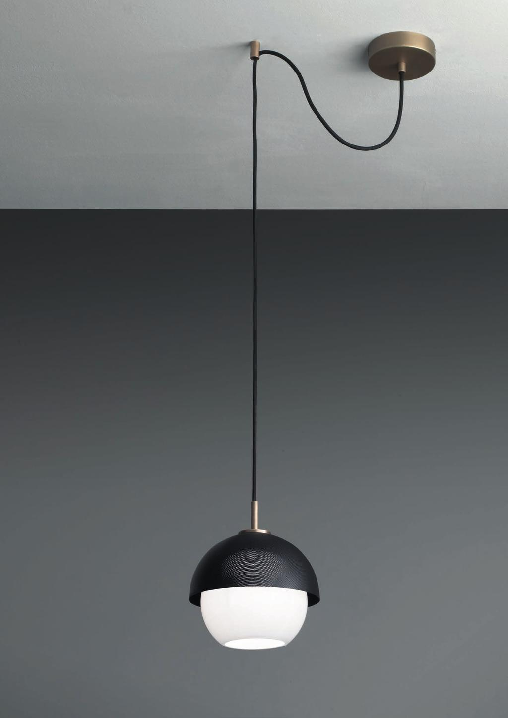 URBAN SUSPENSION 1 DECENTRALIZED 50cm-19 Ø 20cm-7 8 Suspended lamp with decentralization point with diffuse light and white, tobacco or smoke Murano blown glass diffuser.