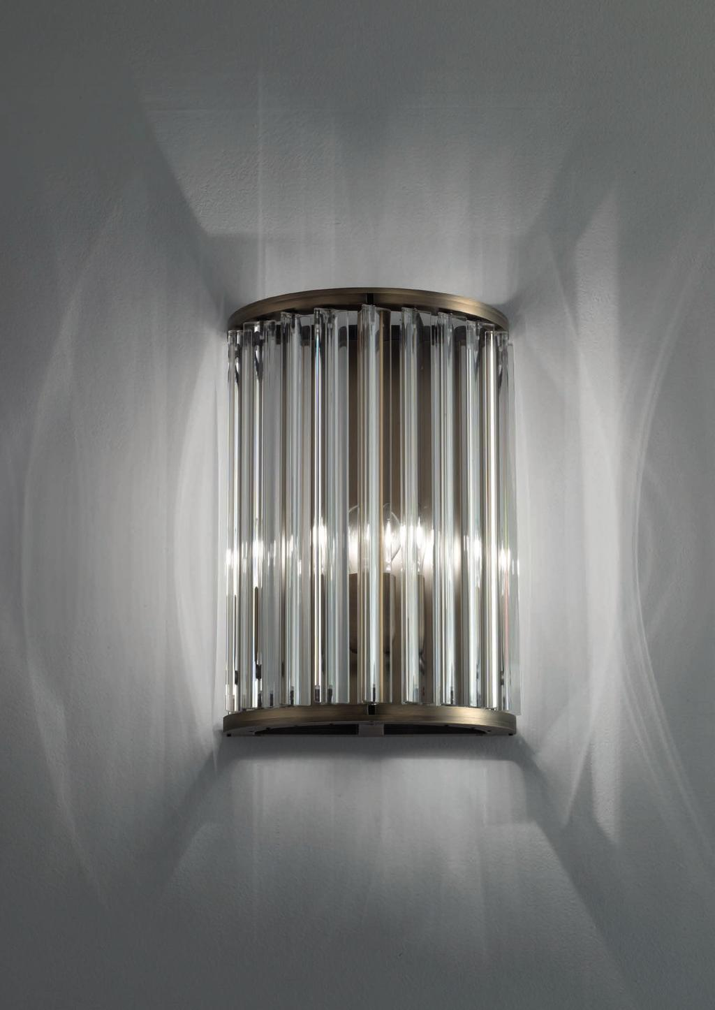 CROWN WALL 14cm-5 5 35cm-13 7 26cm-10 Wall lamp with diffuse light. Dark bronze striped structure with crystal, amber or smoke trihedrons.