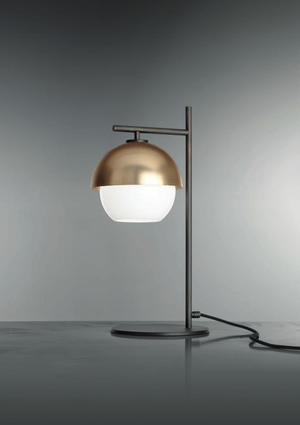 URBAN TABLE 50cm-19 5 34cm-13 4 23cm-9 Table lamp with diffuse light and white, tobacco or smoke Murano blown glass diffuser.