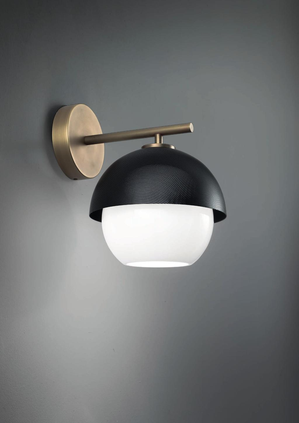 URBAN WALL 26cm-10 20cm-7 8 25cm-9 8 Wall lamp with diffuse light and white, tobacco or smoke Murano blown glass diffuser.