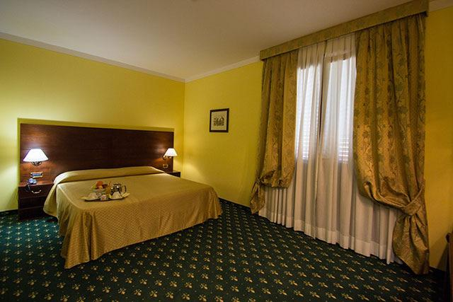 3 stelle Superiore / 4 stelle HOTEL PRESIDENT**** HOTEL ROYAL PALACE **** www.rghotels.it www.
