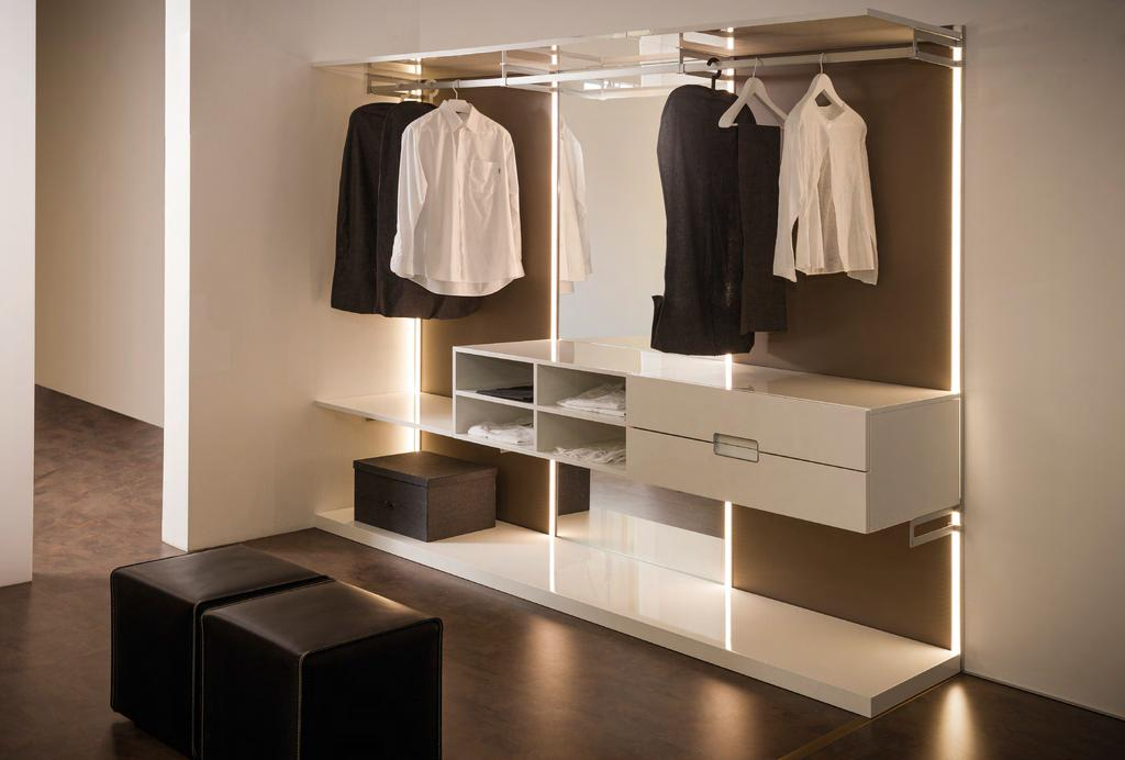 LA CABINA ARMADIO EVO È UNO SPAZIO FUNZIONALE E UNA SOLUZIONE DI ARREDO ELEGANTE PER LA TUA CASA EVO WARDROBE IS A FUNCTIONAL SPACE AND A STYLISH FURNISHING SOLUTION FOR