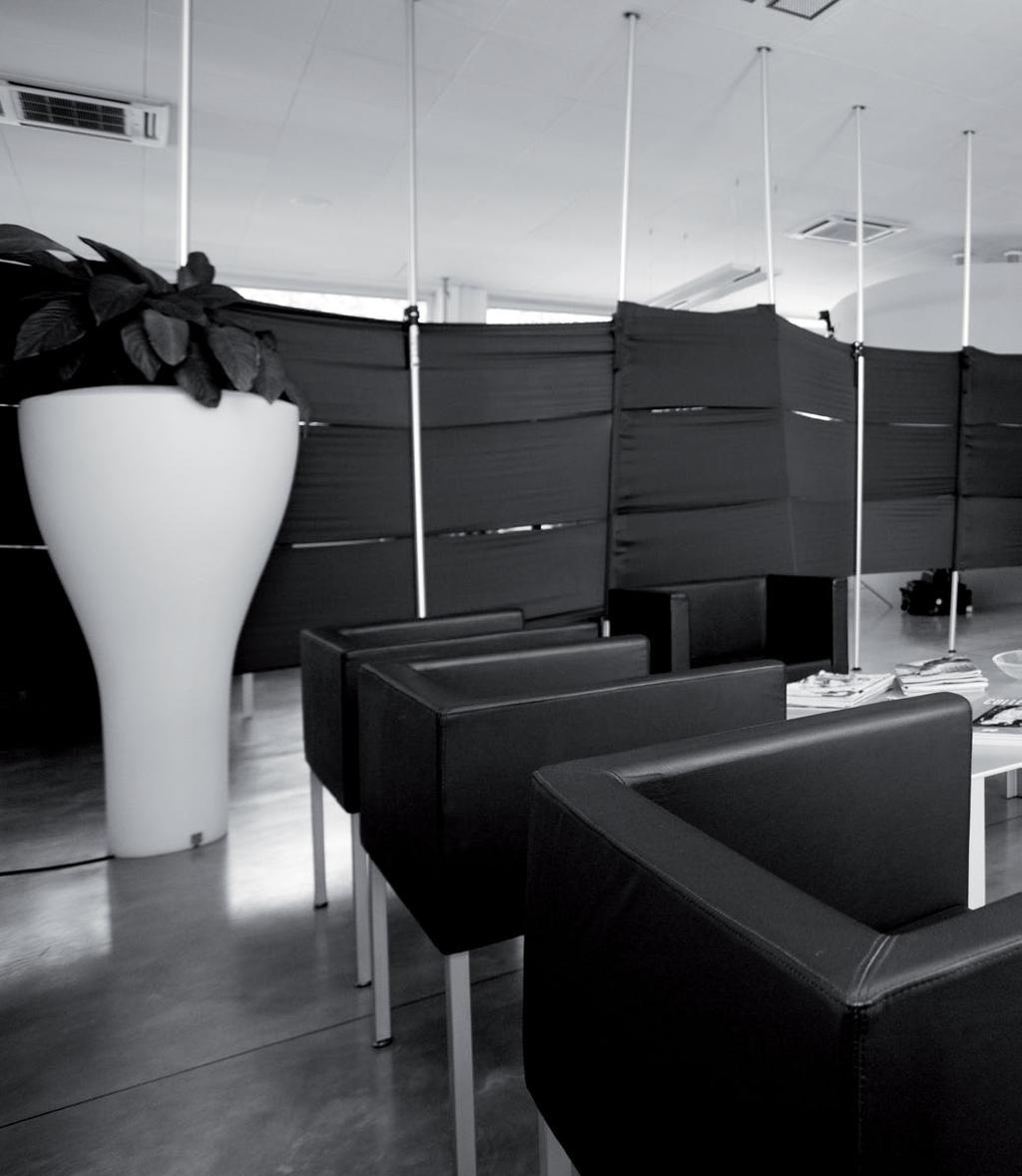 DESIGNING SHOES FOR WOMEN: A PROFESSIONAL PASSION In 1986, Alfio and Danilo Biondi opened an atelier-workshop where to design shoes for women.
