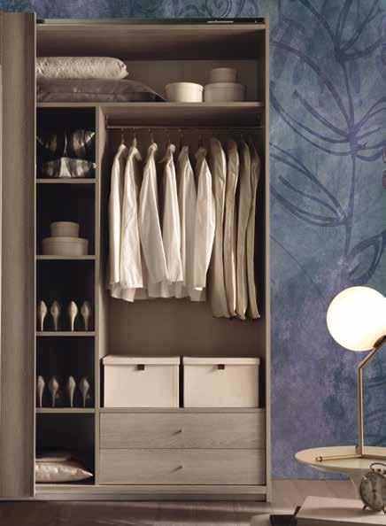 indumenti. Frosted mirror sliding wardrobe doors.