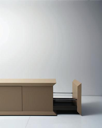 The SIMPOSIO series allows for a simple, yet sober interpretation of the office, thus creating a conference area with a refined, professional look.