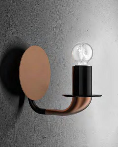 : Wall lamp in metal with brushed copper and matt black finish. Available in different dimensions.