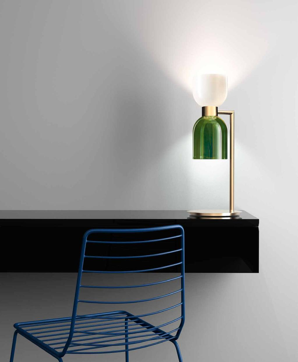 : Table lamp in metal with brushed gold finish with opal white and green glass diffusers. ø 22 h.