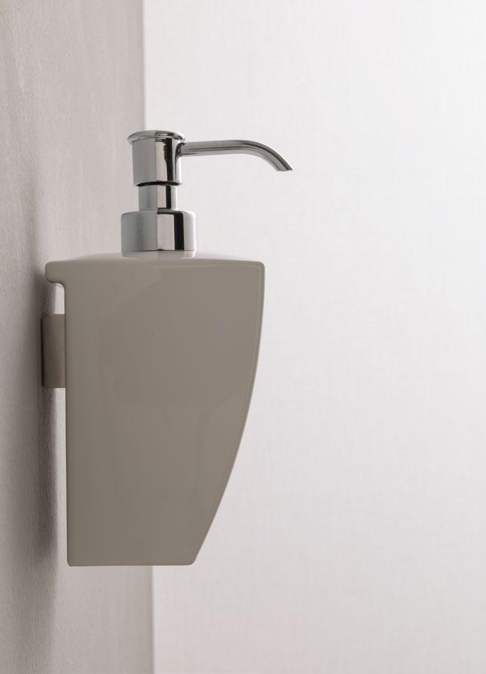 68 Porta scopino a parete Wall mounted toilet brush set