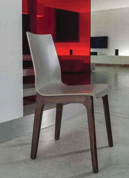 Sedia con struttura in legno massello o acciaio. Monoscocca in legno laccato, con o senza cuscino imbottito e trapuntato. Chair with solid wood or metal frame.