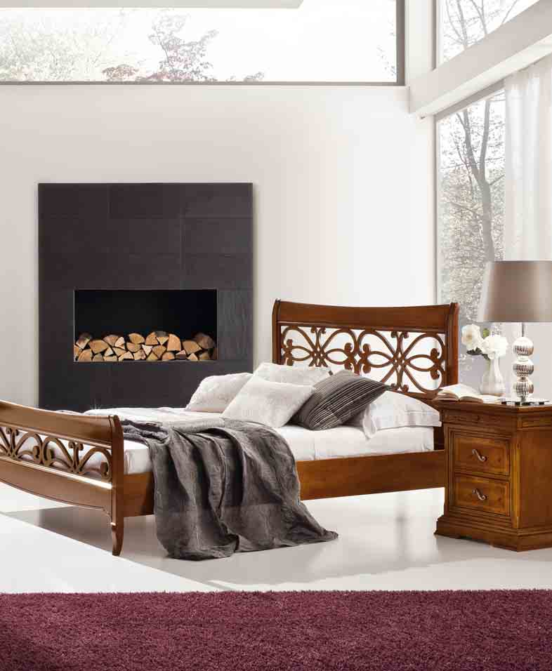 6 Armadio art. 880AR180 a tre ante scorrevoli, in legno massello e intarsi. Letto art. 880LT383 con testiera e pediera traforate. Comodino art. 880CO080D a due cassetti, in legno massello e intarsi.